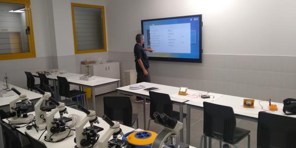 """36 Monitores interactivos de 75"""" para el Colegio Nueva Castilla de Vallecas"""