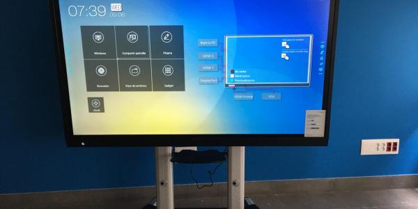 Instalación de Monitores Interactivos de Gran formato para La Comunidad de Madrid