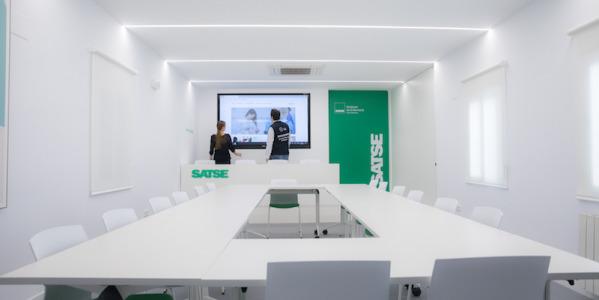 Instalación Monitor Interactivo en Sala de Prensa, Sindicato de Enfermería (Madrid)