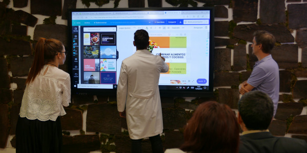 Instalación Monitor interactivo en sala de prensa de Solnaturaleza