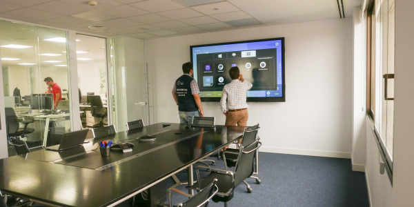 Instalación Monitor interactivo en sala de reuniones Goal Systems